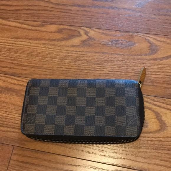 Louis Vuitton Handbags - Louis Vuitton zippy wallet